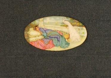 Jeune femme avec un paon dans un décor oriental